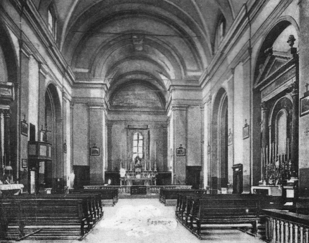 Viareggio - Interno della chiesa di S.Antonio prima della distruzione dei bombardamenti  della seconda guerra mondiale - Foto tratta da Viareggio Ieri - N.20- luglio 1991