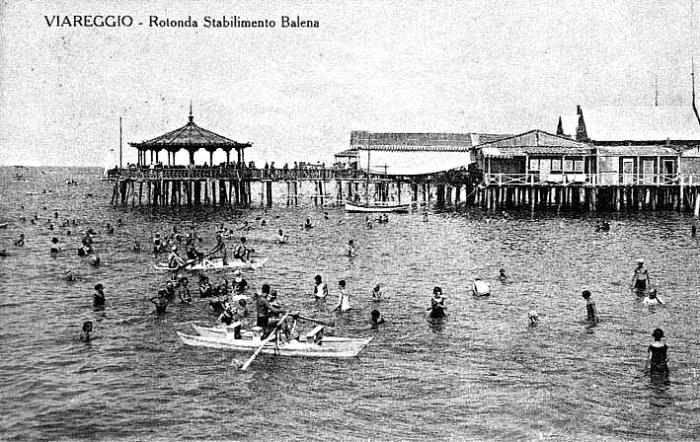 Viareggio - Rotonda del Bagno Balena - Foto da Archivio e Centro Documentario Storico del Comune di Viareggio